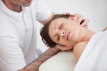 terapia manuale per il dolore cervicale